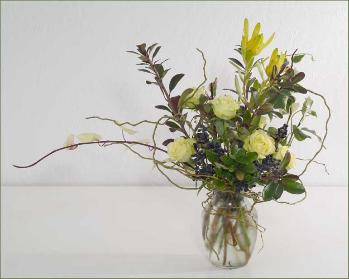 roses leucadendron curly willow bouquet glass vase